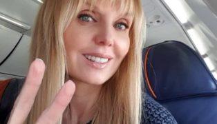 Вдох-выдох, горячо: 49-летняя певица Валерия занимается растяжкой